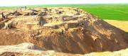 中央アジアのウズベキスタン共和国のアムダリア右岸にあるギリシア・クシャン系都市カンピール・テパ発掘現場〜向こうにアフガニスタンを見遣る